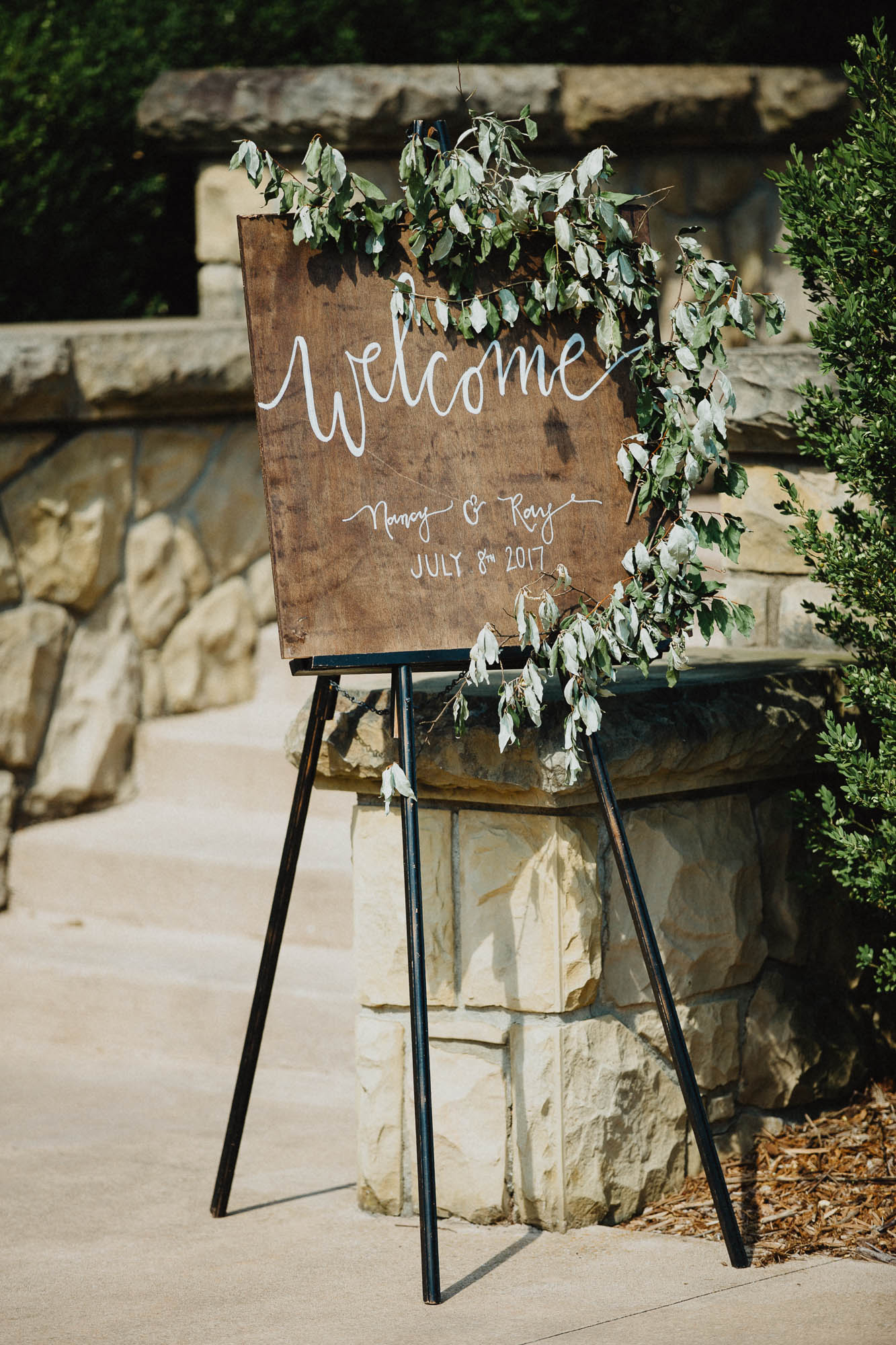 DIY Welcome Sign at an Outdoor Wedding