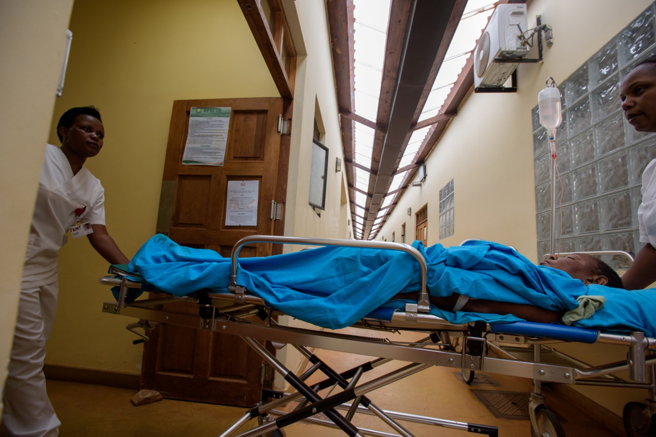 Nurses taking Riziki to the OR, photo by Moon Lai