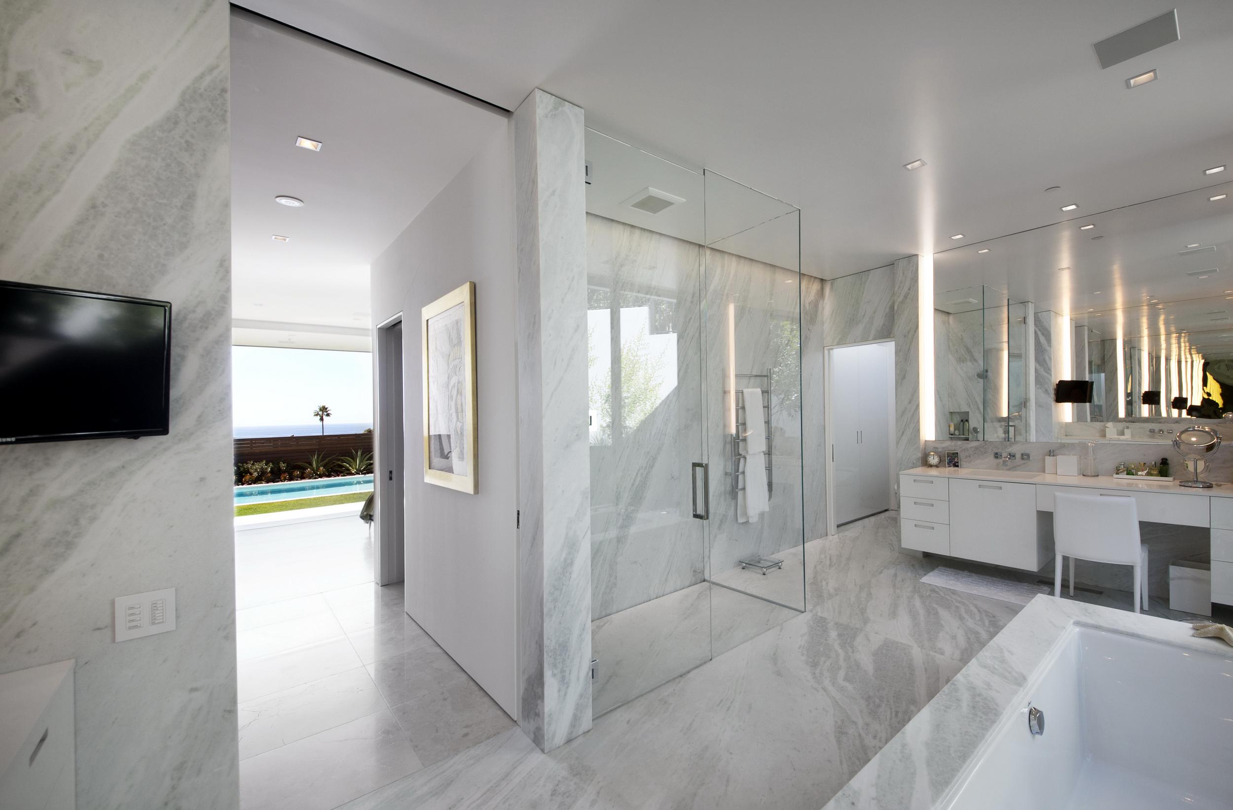 McEroy Snyder Diamond Takashi Yanai Ehrlich bathroom.jpg