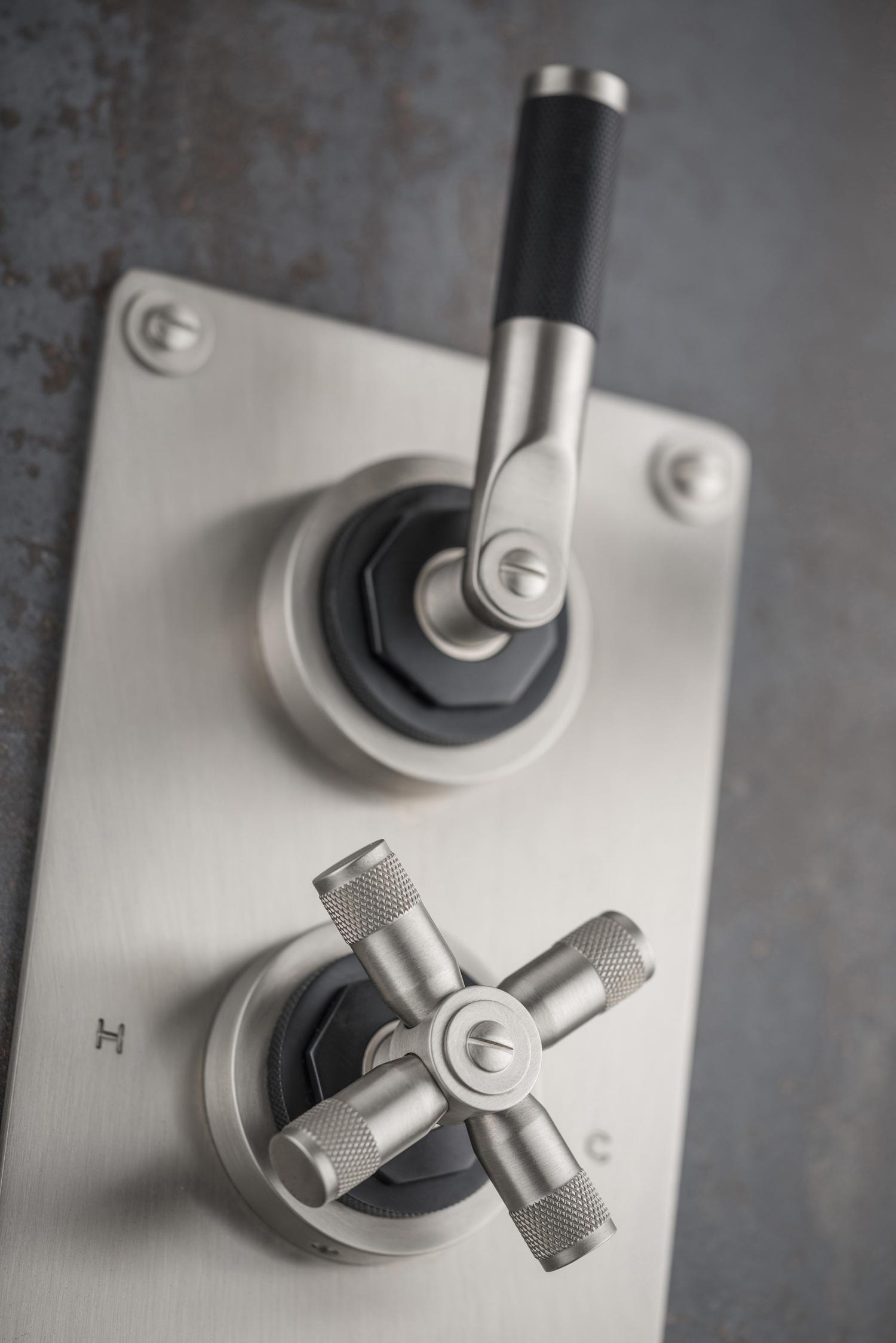 V702-TLK in SSB close up (low res).jpg