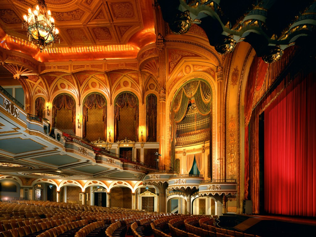 Hollywood Pantages Theatre, via  Travel Notes