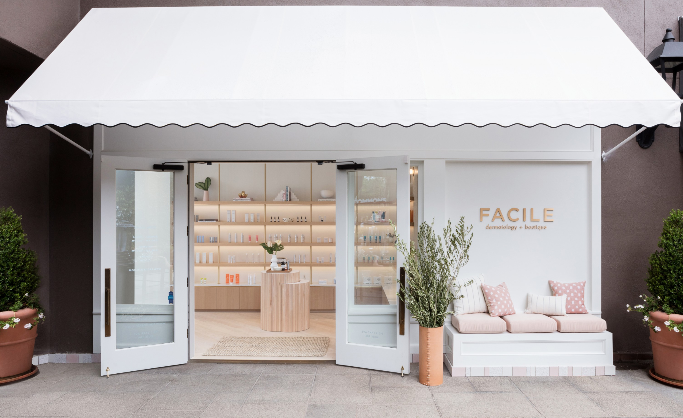 Facile, designed by Studio Life.Style. See inside,  here . Photographer  Stephen Busken
