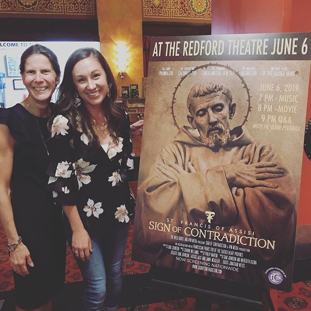 So thankful to have lead worship last night at the historic #redfordtheatre! Catholics took over the movie house for the premier of St. Francis of Assisi: A Sign of Contradictions with Fr. Dave Pivonka 🙌🏻🔥💛🙏🏻 @wildgooseministry . . . Also, can't help but love seeing #Faithful lyrics on the big screen! 🤸🏽‍♂️🤸🏽‍♂️ . . #ComeHolySpirit!