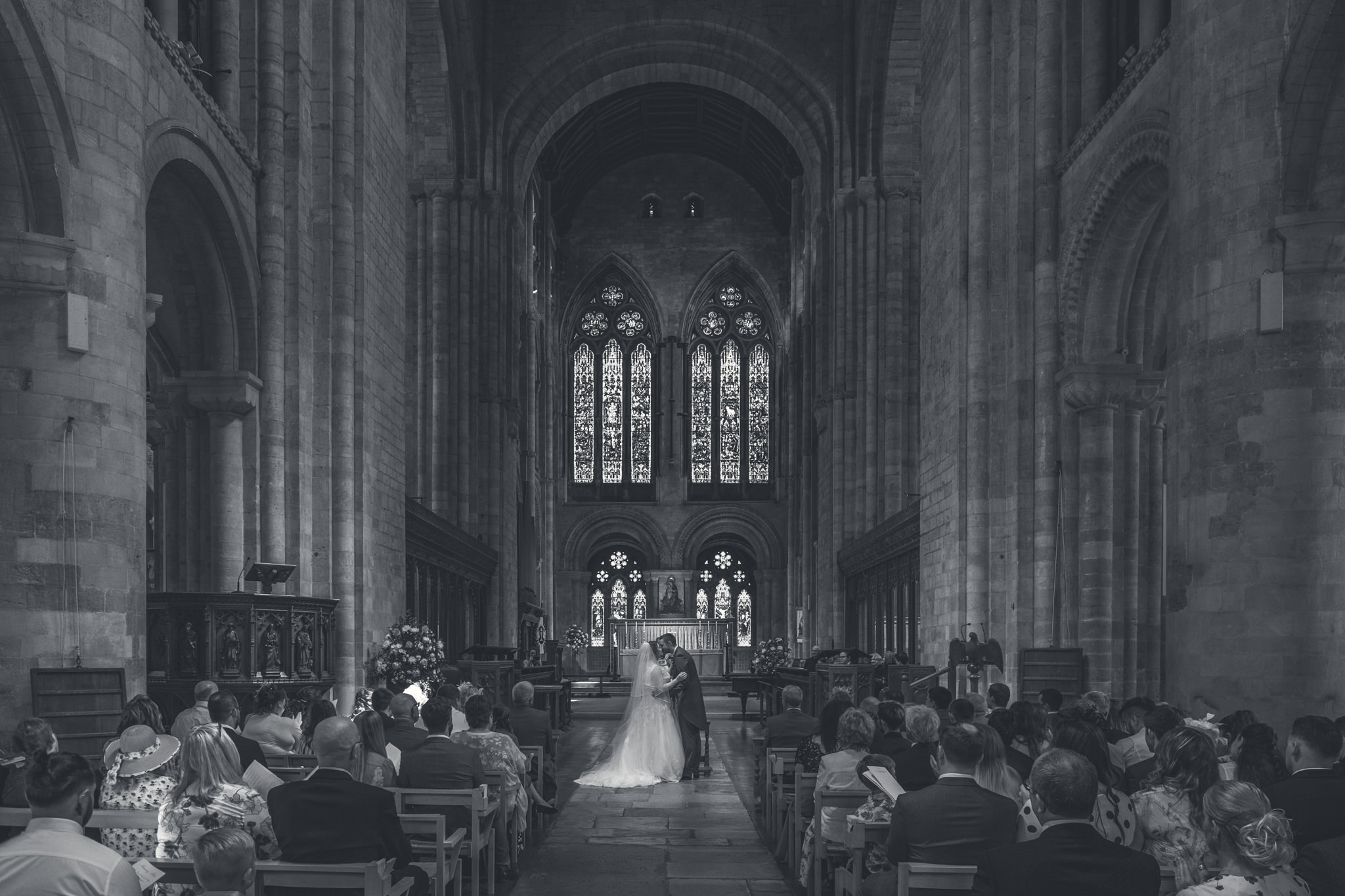 Romsey Abbey Wedding Photographer - L+C