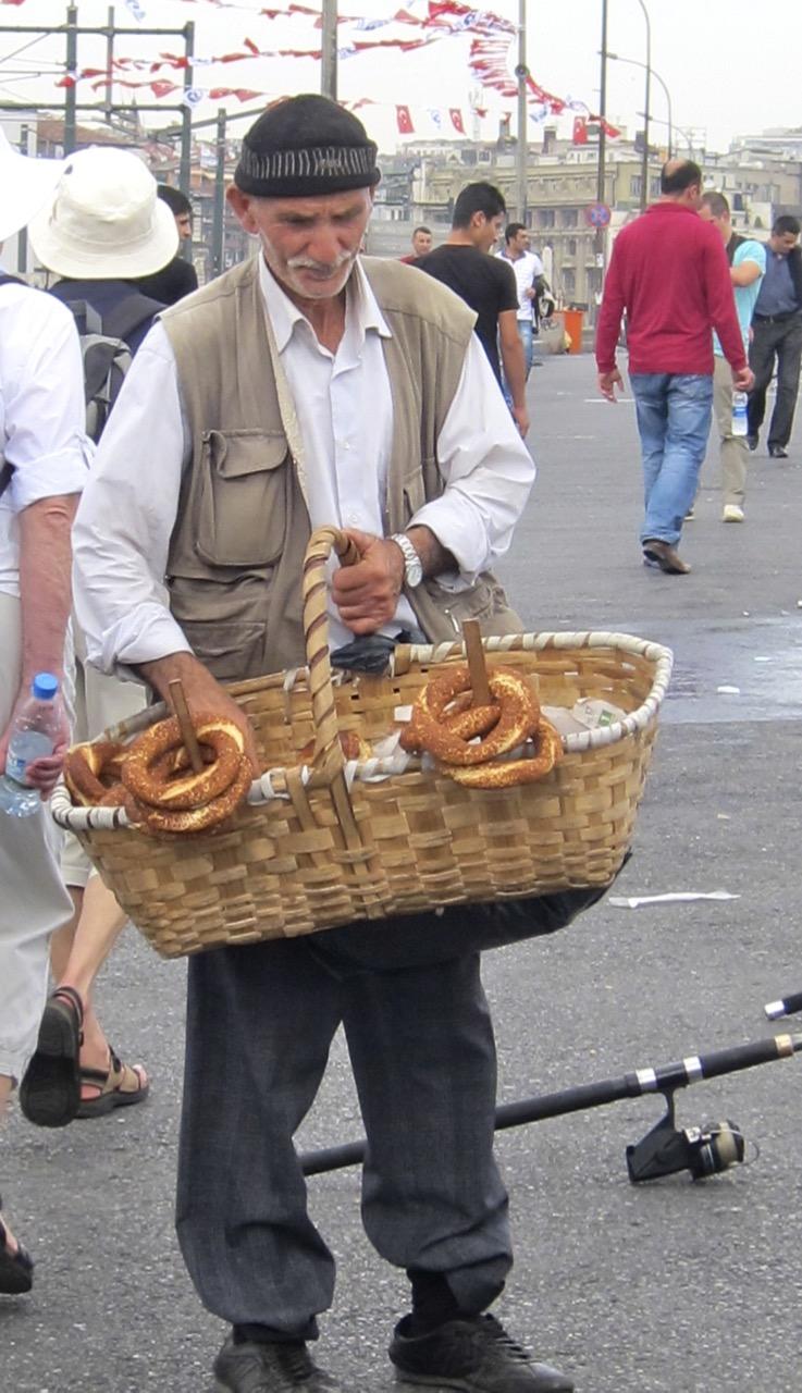 Selling simits (Istanbul)