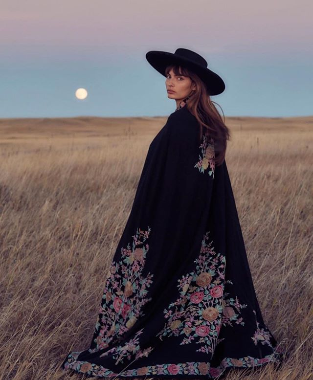 Throwback to the most amazing moonrise with @luvalyssamiller captured by @harpersmithphoto #badlands #harpersmith #alyssamiller