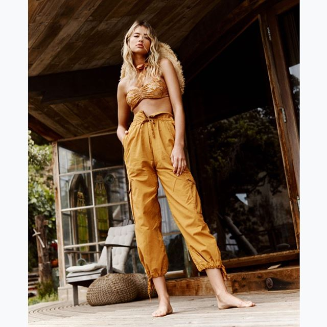Golden State @meganblakeirwin shot by @alexcramer @freepeople beauty @staceytan_ @gottsuzz @taylortgalloway @brittany__brooks #freepeople #gesnerhouse #meganblakeirwin