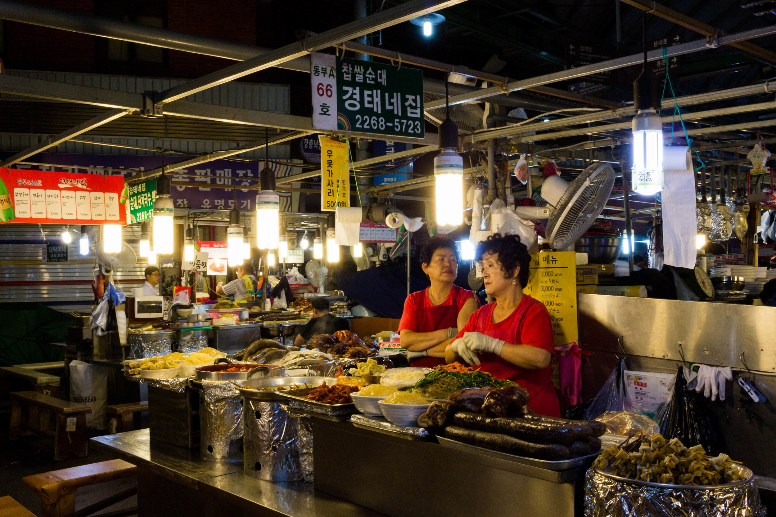 Vendors at DongDaemun Night Market