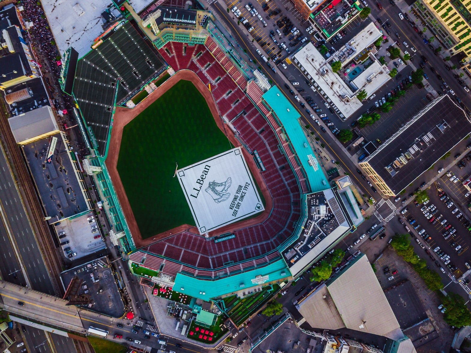 Caption:  Fenway Park is the oldest stadium in the States.   Photo:  todd kent /  CC0