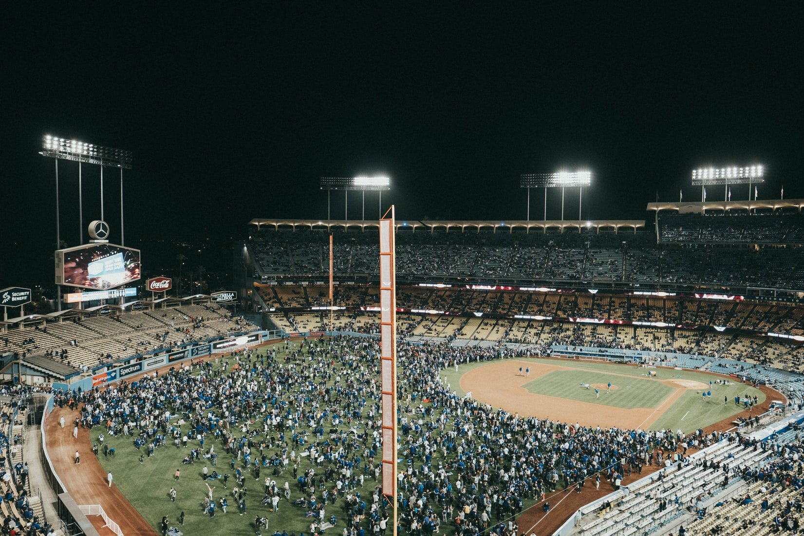 Caption:  Dodger Stadium is the largest stadium in the MLB League.   Photo:  Henry Paul /  CC0