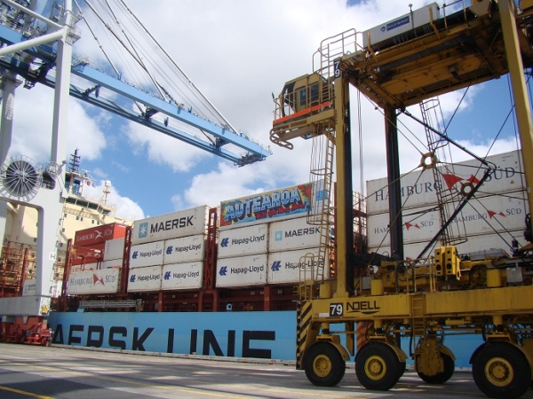 Art-Box  was commissioned by  Maersk Line  and the  Ports of Auckland  to travel the world and educate people on the value of container shipping.