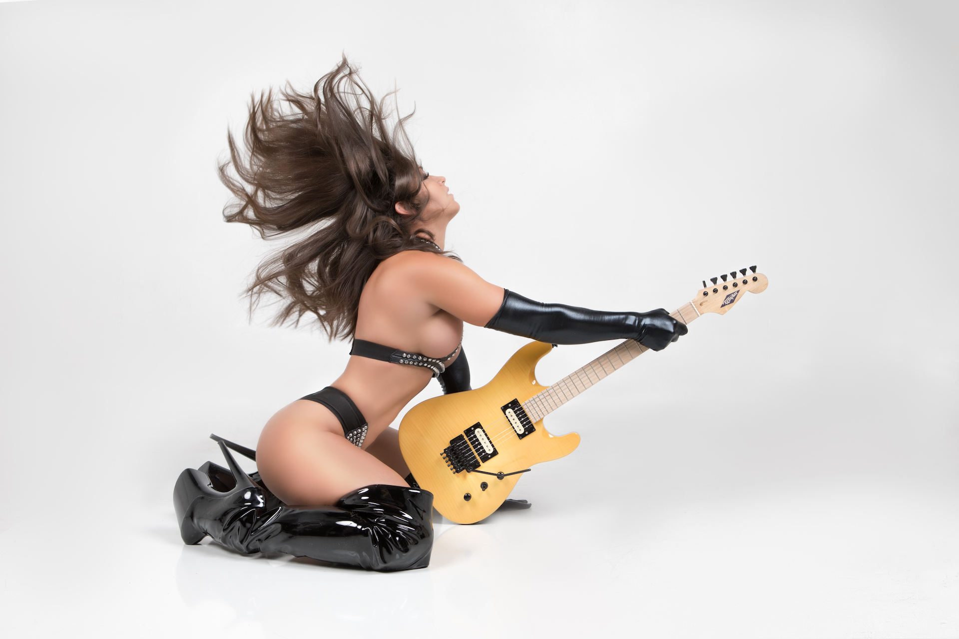 Guitar1017Courtney - IMGL9168-Edit.jpg