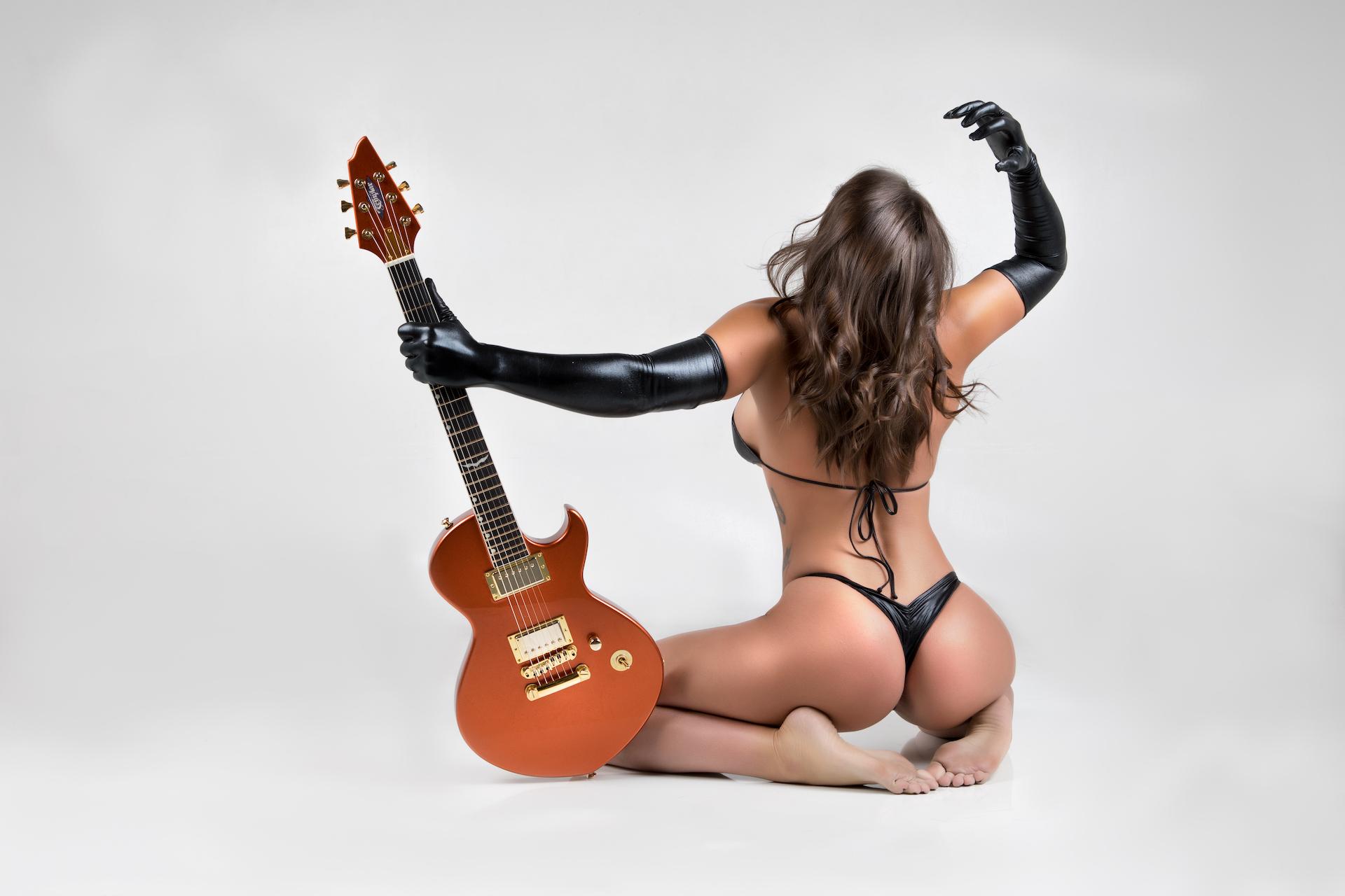 Guitar1017Courtney - IMGL9337-Edit.jpg
