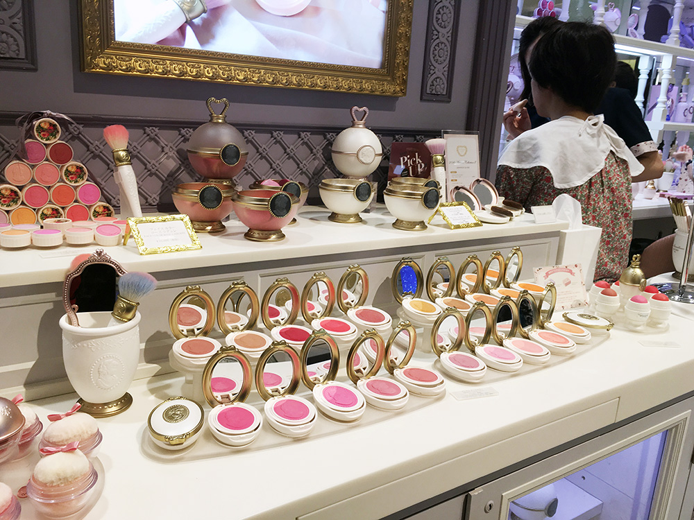 Make up display at Ladurée