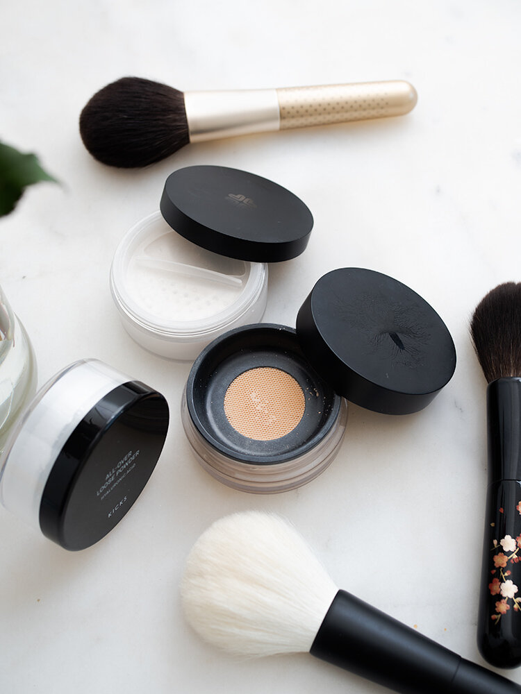 Favorite Loose Powders: KICKS, Rouge Bunny Rouge, Lily Lolo | Laura Loukola Beauty Blog