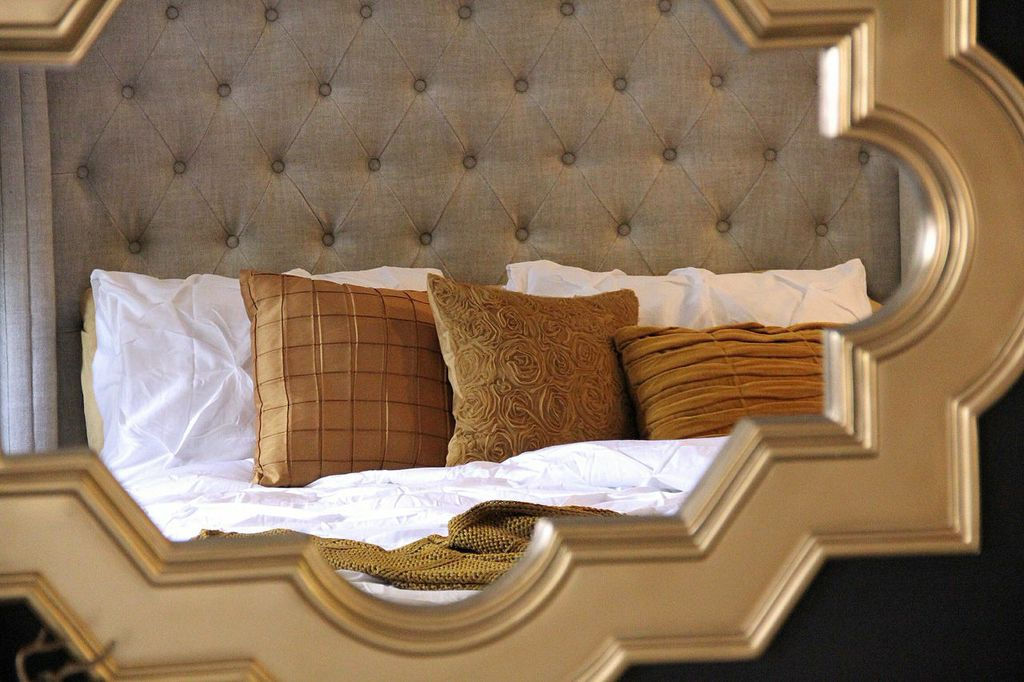 gold mirror with pillow reflection  on astralriles.com.jpg