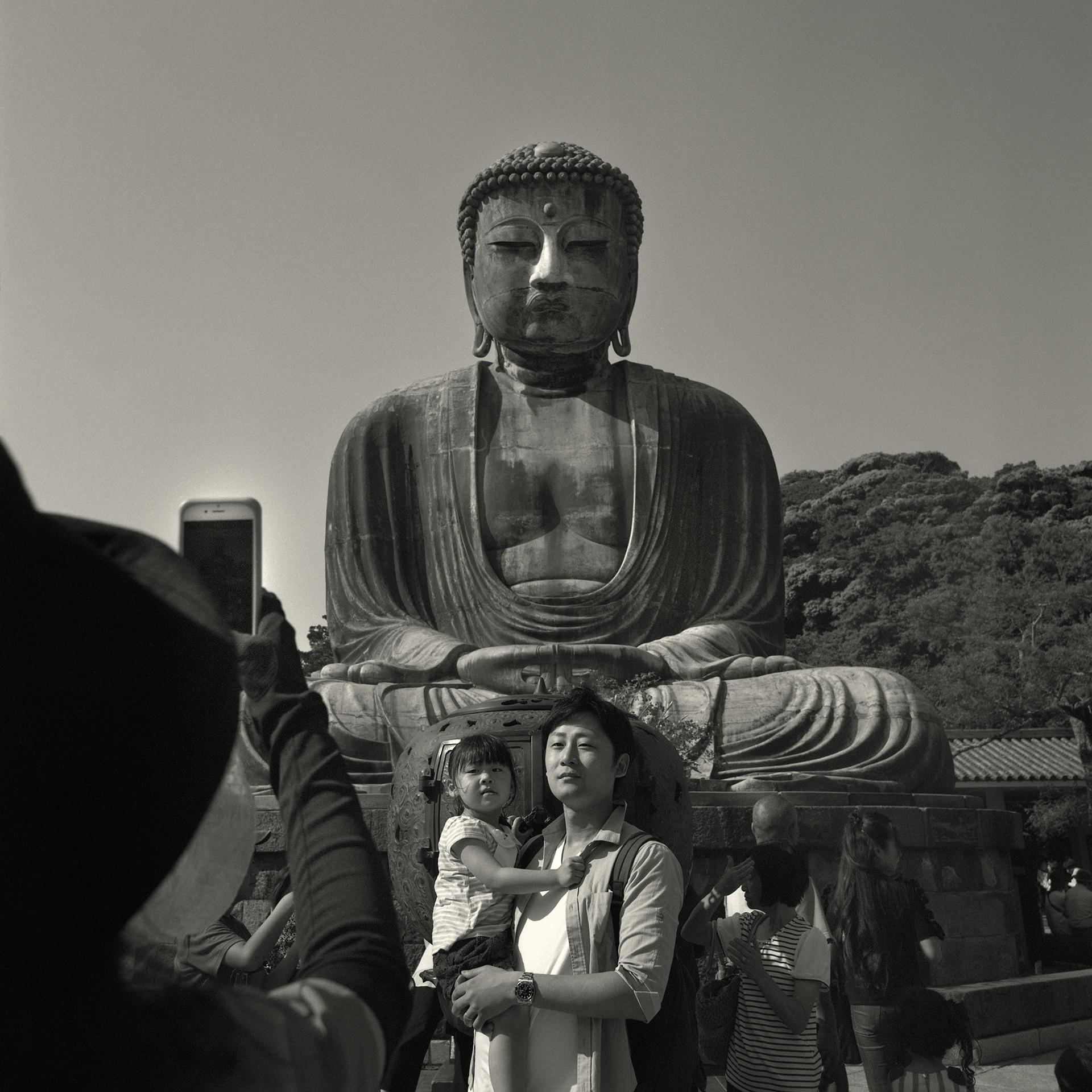 Kamakura  © 2017 90 x 90 cm Edición de tres + 1 PA Impresión de archivo de negativo blanco y negro en medio formato (2018)