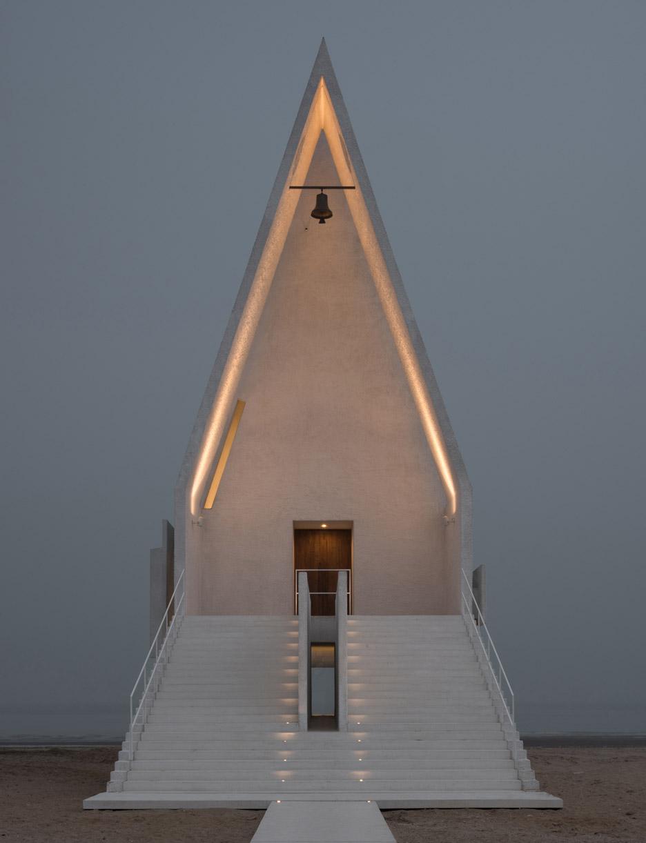 seashore-chapel-beidaihe-new-district-china-beijing-vector-architects-religion-beach-church-light-_dezeen_936_2.jpg