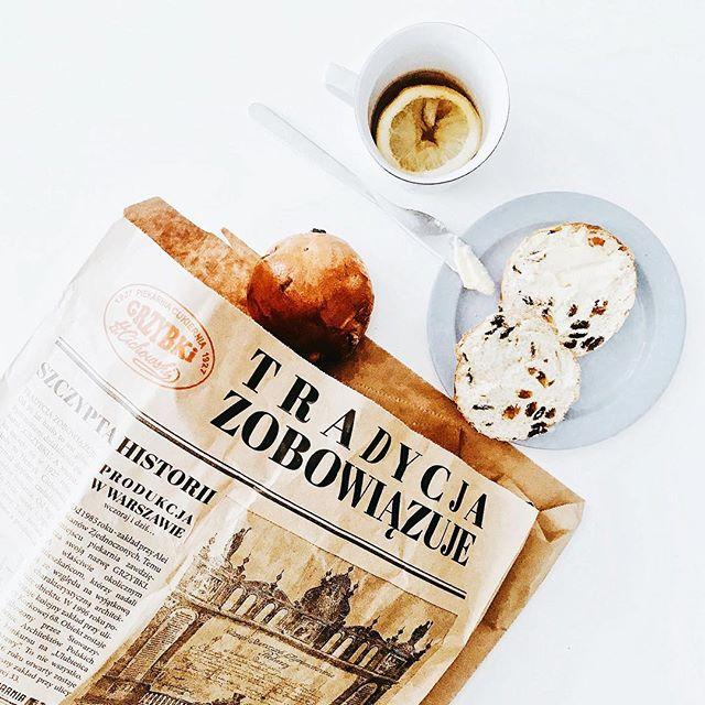 Pyszne dzień dobry! #dziendobry #sniadanie #breakfast #bread #morninslikethese #goodmoments #goodmorning #yummy #foodie #foodlove #pyszne #smaki #pycha #tea #herbata #poranek #retro #vintage #style #inmyhome #flatlay #summer #lato #june #slowlife #hygge #delicious #flashesofdelight