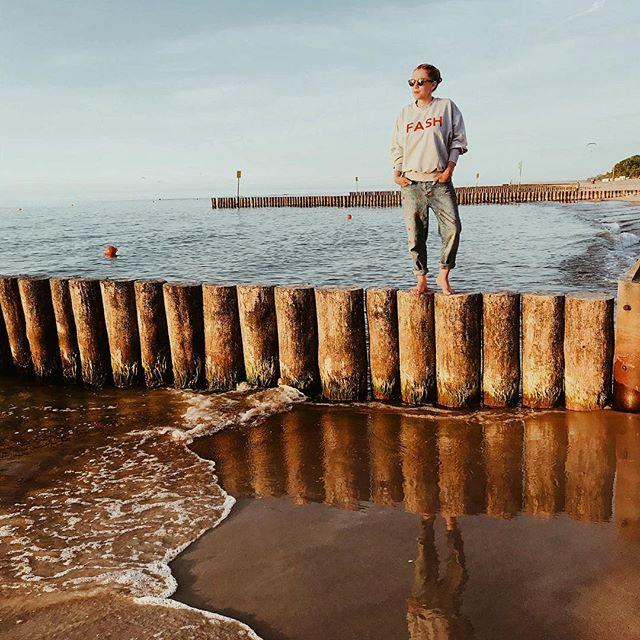 Po raz pierwszy w tym roku nad morzem... #nadmorzem #balticsea #baltic #sea #summer #lato #summermood #goodmood #lookoftheday #outfitoftheday #lotd #ootd #seascape #sunset #zachódsłońca #hellosunshine #weekend #darlingweekend #darlingescapes #travelblogger #travelguide #travelgirl #wearetravelgirls #summervibes #bałtyk #wakacje #ilovepoland #polskajestpiekna #photooftheday #vscopoland