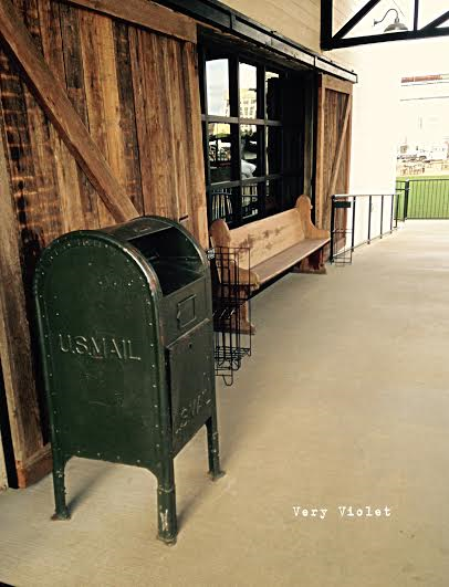 I loved the old Post Office Box and bench at the entrance of the store. We were told that Chip & Joanna were doing a new house reveal the day we were there at the store shopping. So of course we did not run into them.