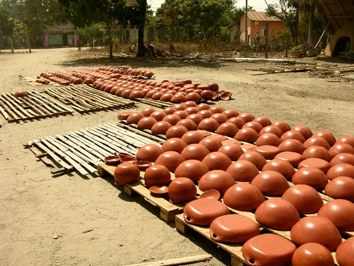 la chamba, colombia - pottery air drying in the village