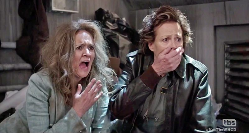 The Mary Sue - Samantha Bee and Sigourney Weaver Recreate Aliens for the Not the White House Correspondent's Association Dinner