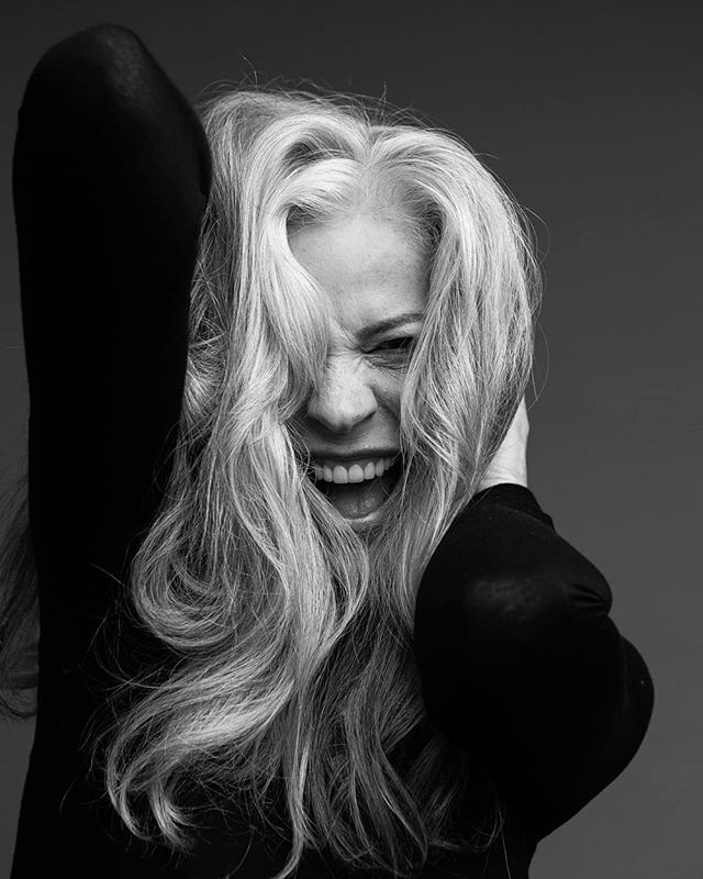 Laughter can cure anything ❤ Model: the beautiful @pope_models