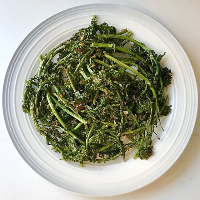 PSA: rapini in the oven is the best kind. The leaves are crispy and the stalks stay crunchy. Fresh garlic, chili flakes and sprinkle of salt cut the bitterness perfectly. Perfect rapini plate by @cleankitchendiaries . . #kouzini #oliveoil #fresh #coldpressed #singleorigin #greek #glutenfree #paleo #primal #vegetarian #rapini #foodie #greens #italian #toronto #canada #garlic #chili #salt #bitter #love #health #healthy #summerfood #garden #wild #oven #chef #vitamins #minerals  To your health, Kouzini www.kouzini.com