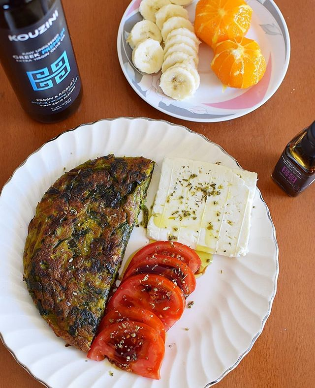 Happy Monday! Swiss chard omelette with feta cheese,tomatoes and fresh fruit. Simple, clean and delicious! . . #kouzini #organic #greek #greece #oliveoil #fresh #whole #local #mandarine #chef #balsamic #family #local #business #vinegar #instafood #fruit #swisschard #extravirgin #flavor #health #clean #fitness #morning #love #potd #organic #healthy #foodie #monday  To your health, Kouzini www.kouzini.com