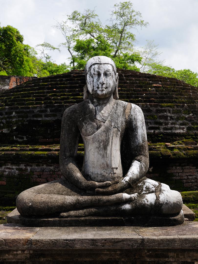 SriLanka_BuddhistStatue_(pixinn.net).jpg