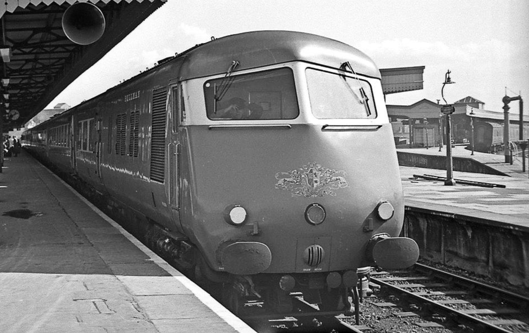 A magnificent photograph of the South Wales Pullman, seen at Platform 4 of Cardiff General in 1966.Photo by Robert Masterman and gratefully acknowledged.