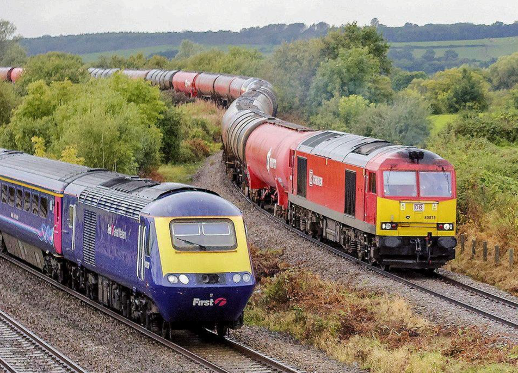 Another superb 125 image, this time captured by Carl Brunnock and used with many thanks.    60079 leading the Robeston - Westerleigh tank service and an HST on 09.55 Cardiff Central - London Paddington at Bishton [Gwent] on the 26th. September 2012. Wasn't this the most attractive livery for the HST sets?