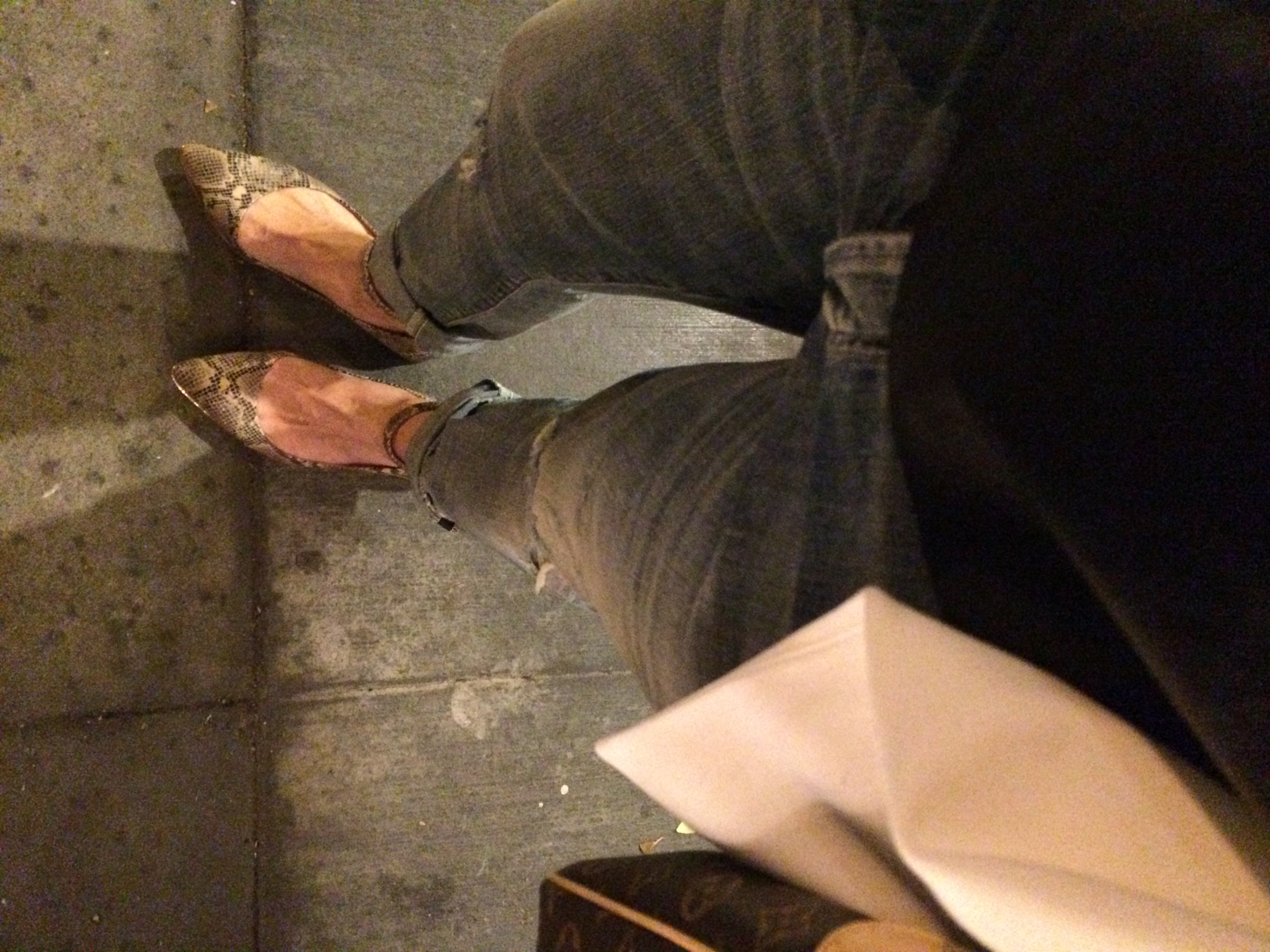 Pointed toe flats theperfectshoesto dress up distressed jeans when heels aren't happening.