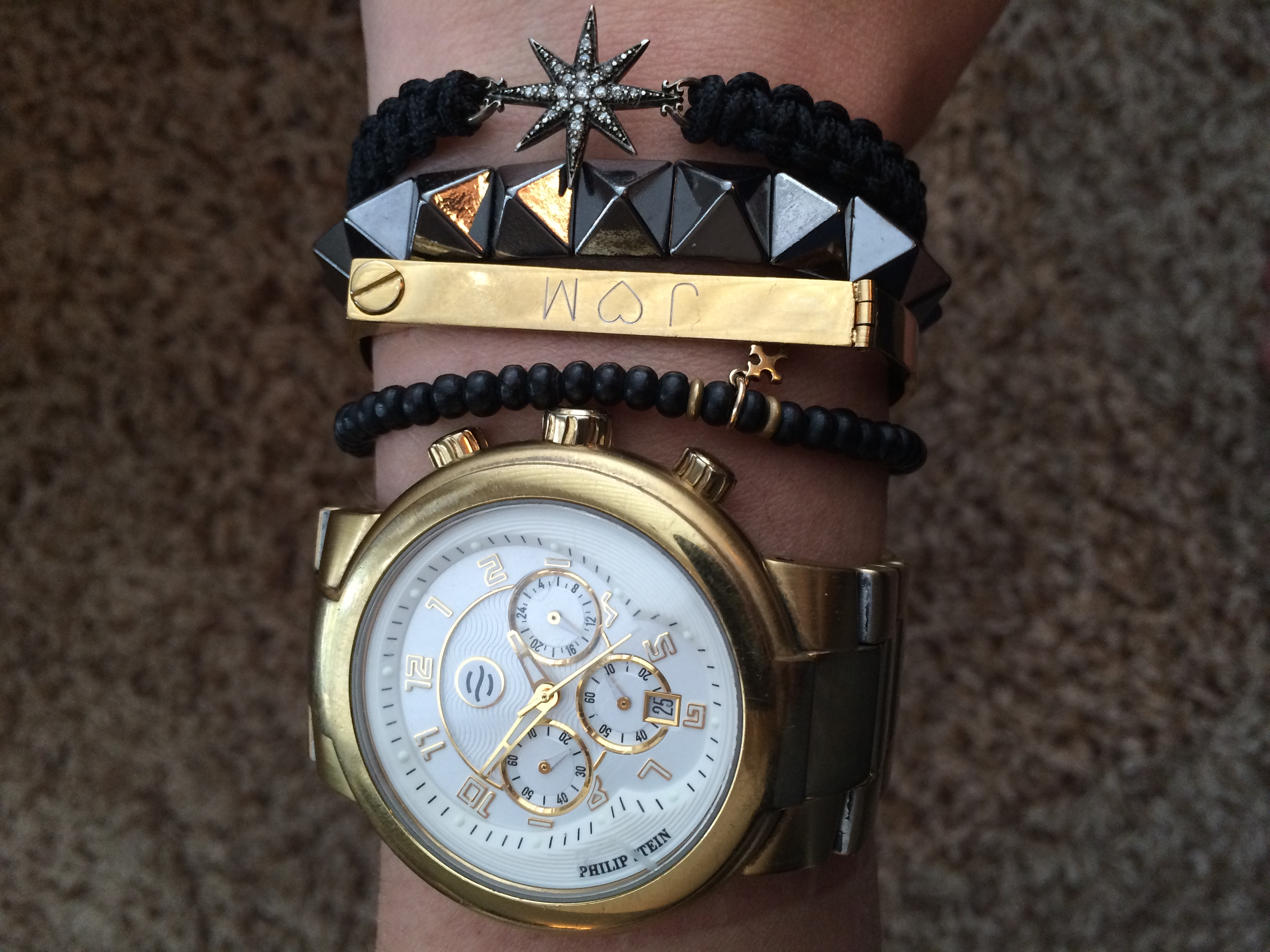 Here I mixed oxidized silver, black and gold (my favorite color combination) fitted elasticized bracelets by  Dogeared  and  Bauble Bar , a cuff by  Lola James , and Mizuki starburst macramebracelet (similar  here ).