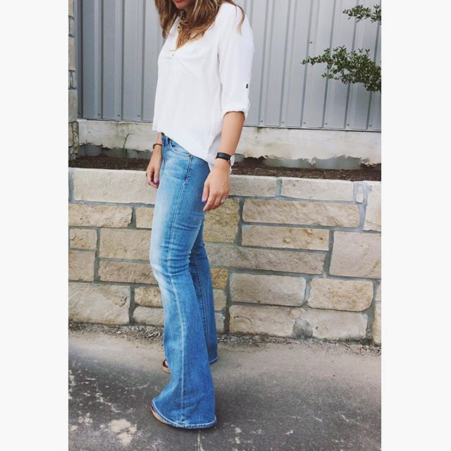 Tuesday flare. 💙 #currentelliott #nordstrom #denim #flare #springfashion #whatiwore #ootd #styleblogger #nordygirl