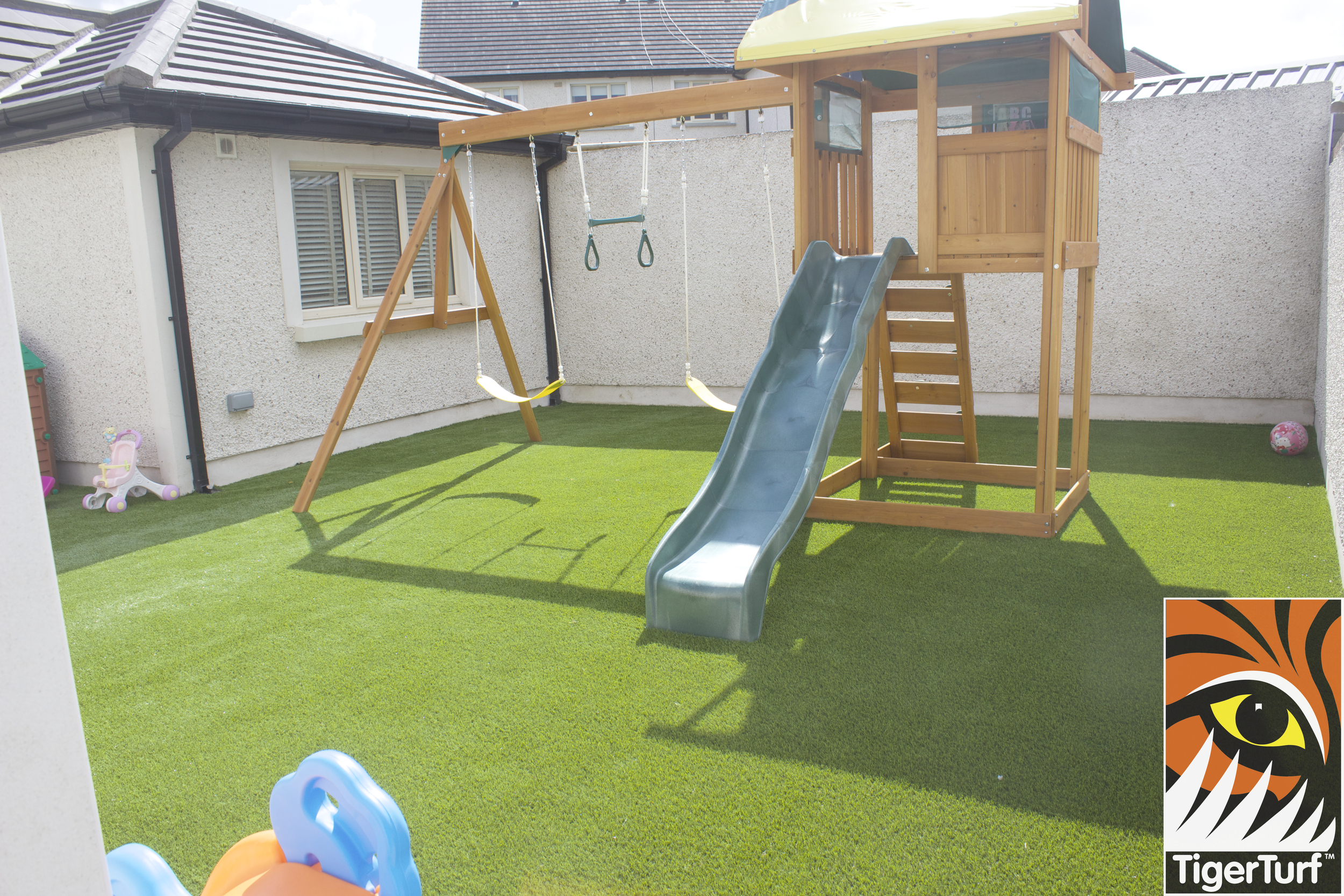 TigerTurf finesse family lawn