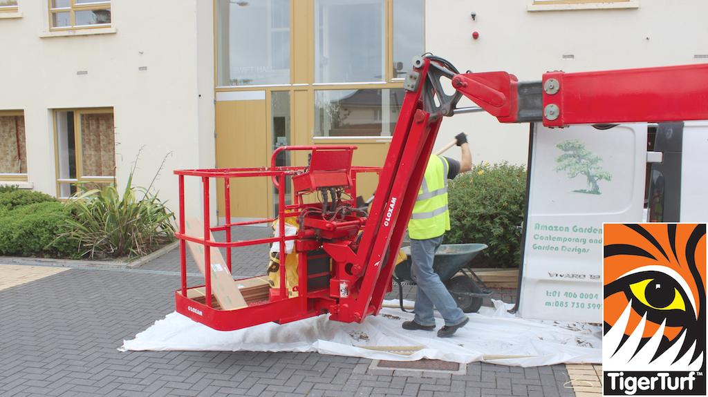 installer loading cherry picker