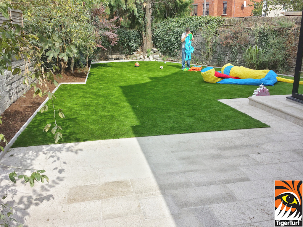 TigerTurf finesse Deluxe and gold granite patio