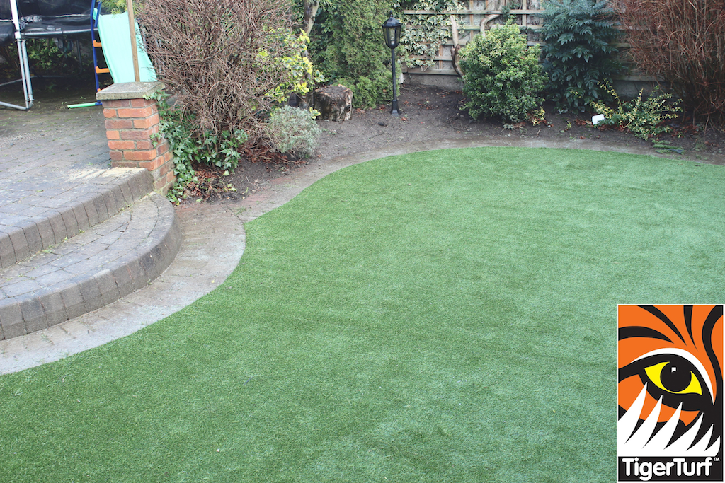 synthetic grass in family garden 21.jpg