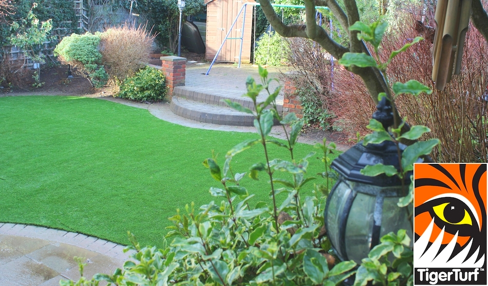 synthetic grass in family garden 110.jpg