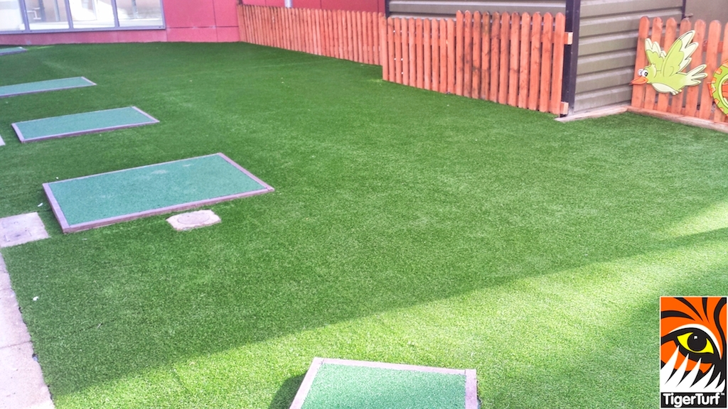 safety mats grass and fence in Crumlin hospital