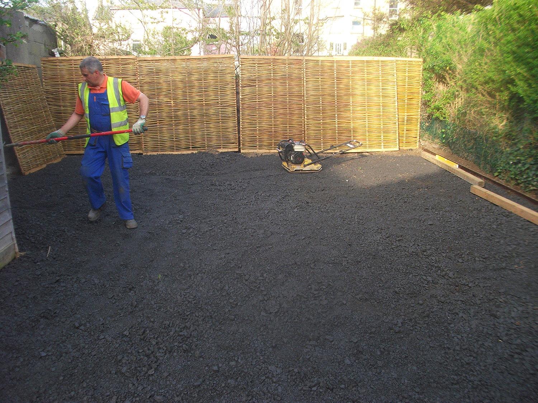 Installer raking limestone base