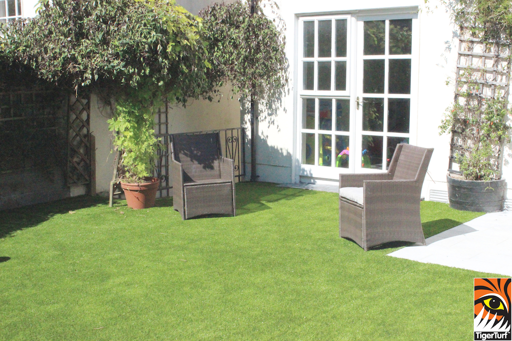 TigerTurf Finesse in Green with thatch