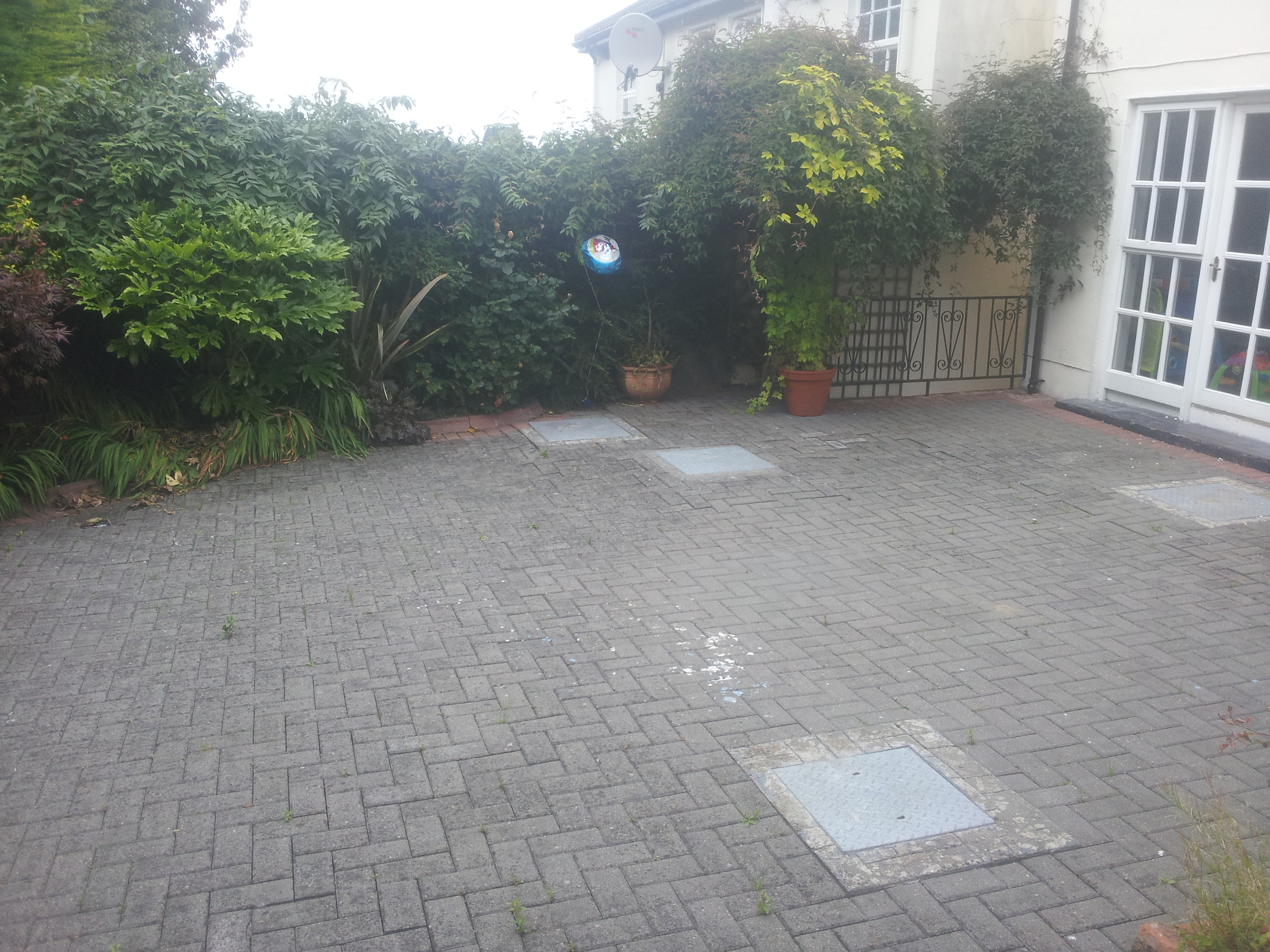 dull back garden prior to landscaping