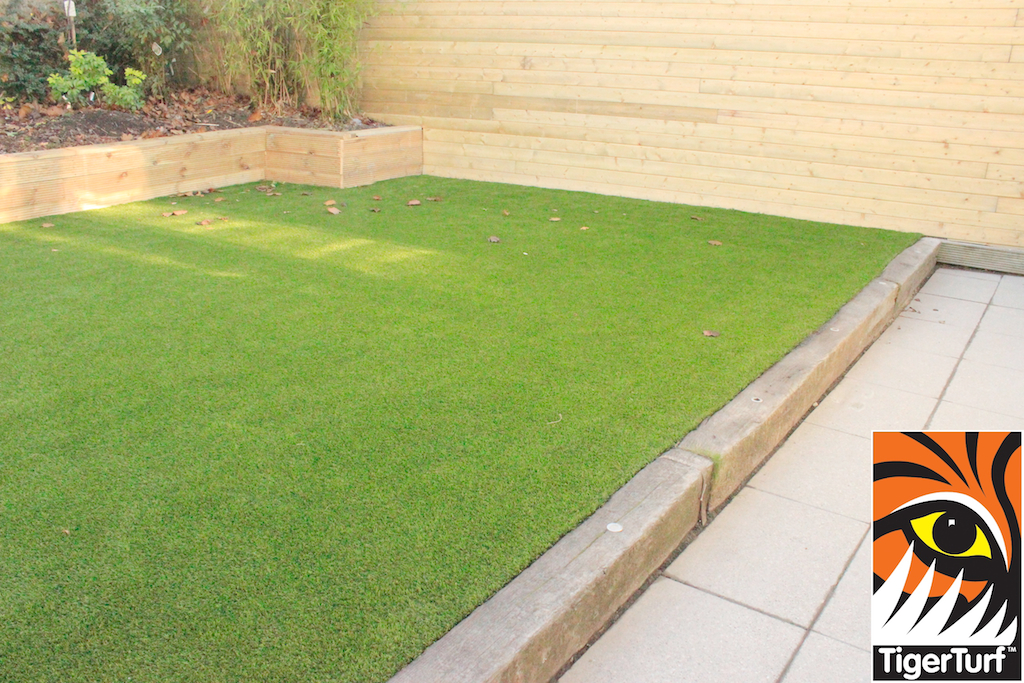synthetic grass in family garden 109.jpg