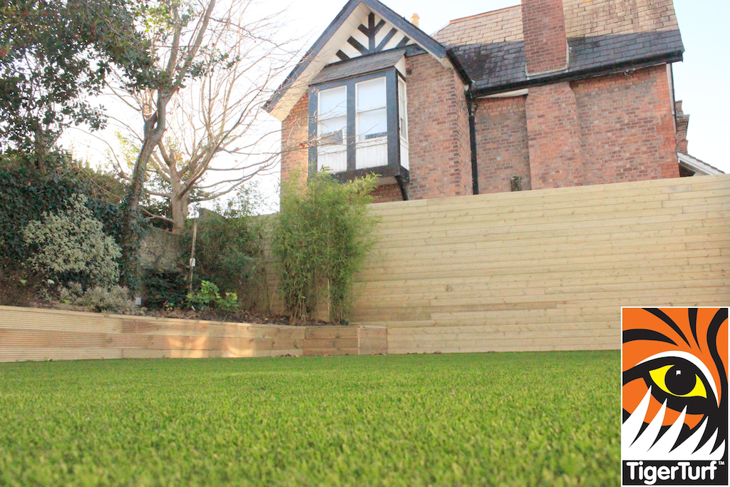 synthetic grass in family garden 132.jpg