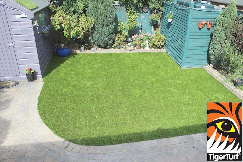 synthetic grass in family garden 112.jpg