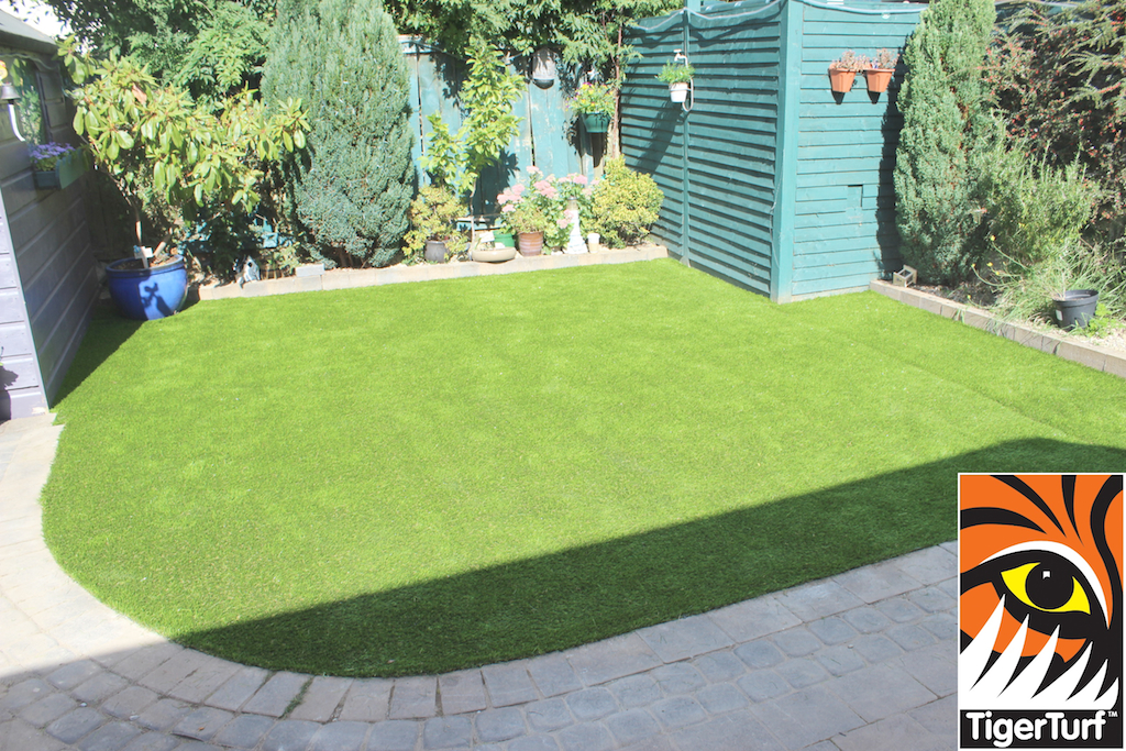 curved Garden Lawn