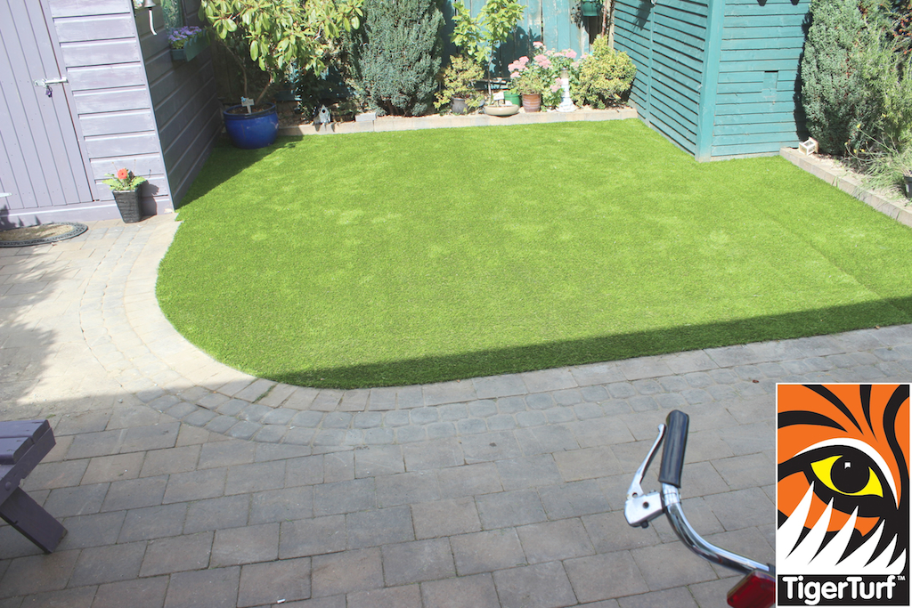 synthetic grass in family garden 106.jpg